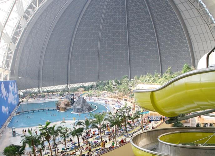 Гигантский ангар для дирижаблей превратился в тропический курорт