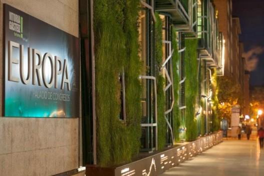 Вертикальный сад на Дворце Съездов в Испании, состоящий из 33 тысяч растений