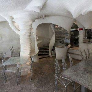 Ресторан из соли построен в Иране