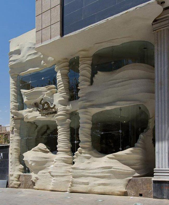 В Иране построен рестаран из соли, очищающий воздух