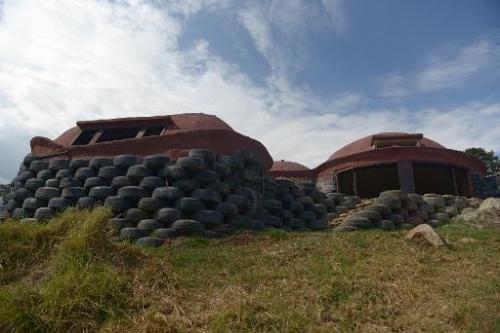 Новые экологичные дома из использованных шин