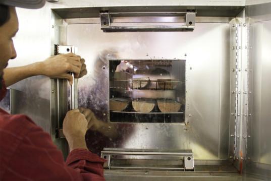 Новая технология, превращающая глину в прочные кирпичи от Watershed Materials