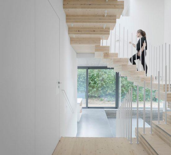 cork-screw-house-rundzwei-architekten-berlin-germany-architecture-residential_dezeen_2364_col_6-1704×2120