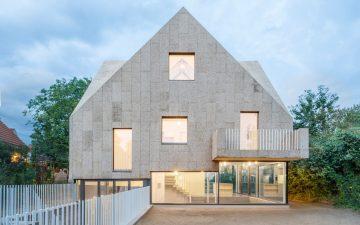 Что может натуральная пробка: новая облицовка дома от студии Rundzwei Architekten