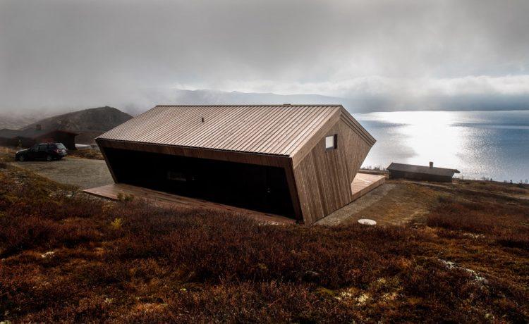Дом расположена на высоте 1125 м (3690 футов)