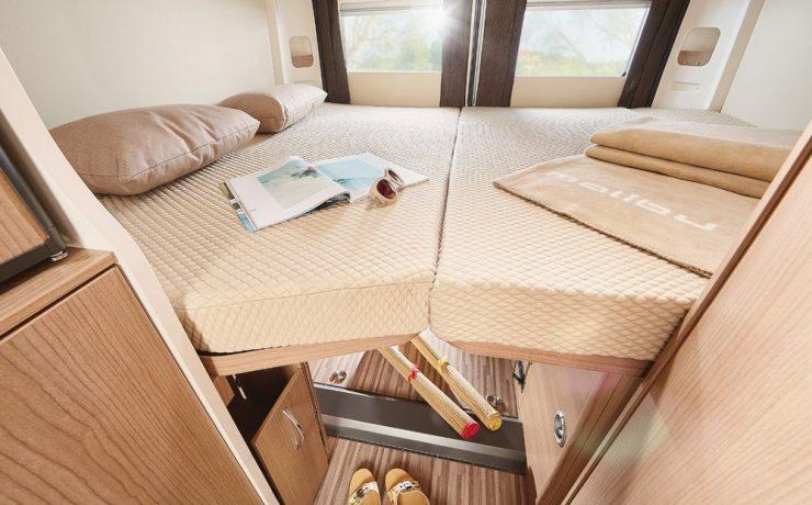 Charming GT Малибу включает в себя поперечную двуспальную кровать