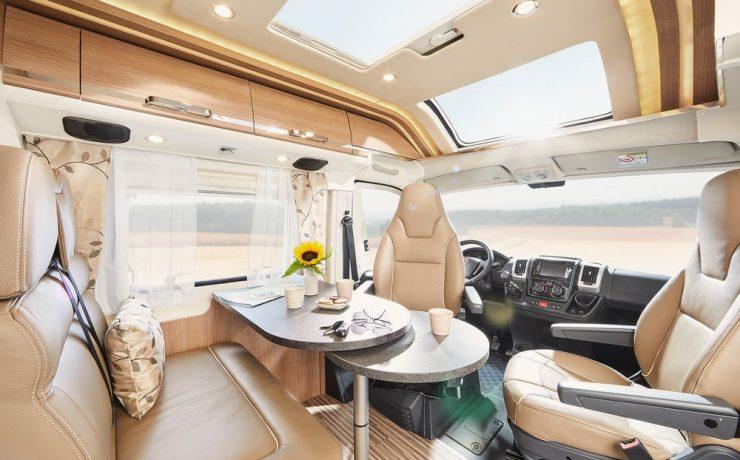 В Charming GT Малибу можно открыть крышу кабины водителя, соединяя пространство для вождения и жилых помещений