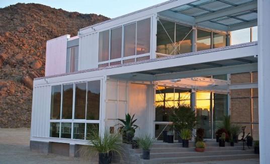 Потрясающий дом с использованием контейнеров в самом сердце пустыни Мохаве