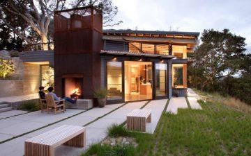 House Ocho: дом с зеленый крышей, спрятанный в холме