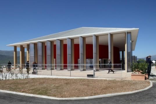 Передвижной концертный зал, сделанный из бумаги, недавно открыл двери в Аквиле, Италия