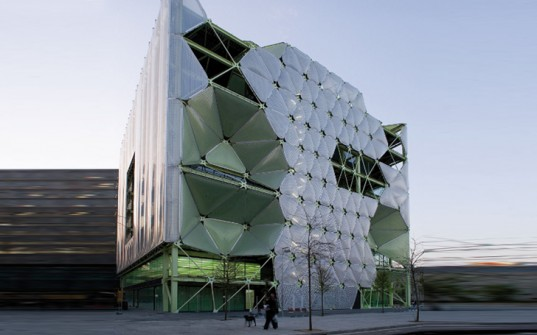 Потрясающее надувное здание открыто в Барселоне