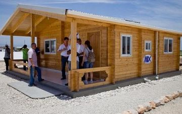 Жители Гаити будут поселены в деревянные дома на солнечных батареях