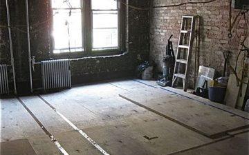 Топ-5 гладких, экологичных деревянных напольных покрытий для маленькой квартиры