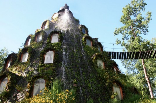 Magic Mountain Lodge: сказочный домик хоббитов построен в Чили