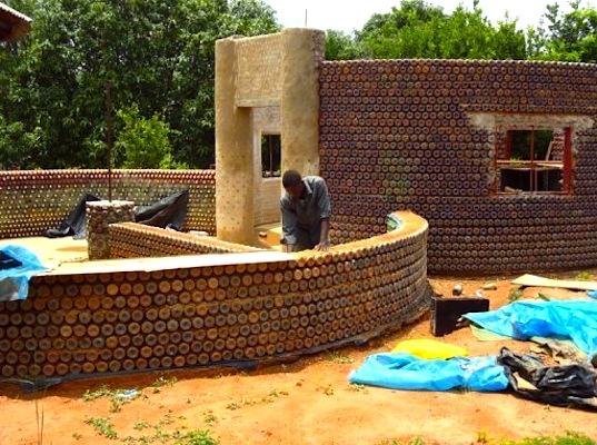 Первый пластиковый дом строится в Нигерии