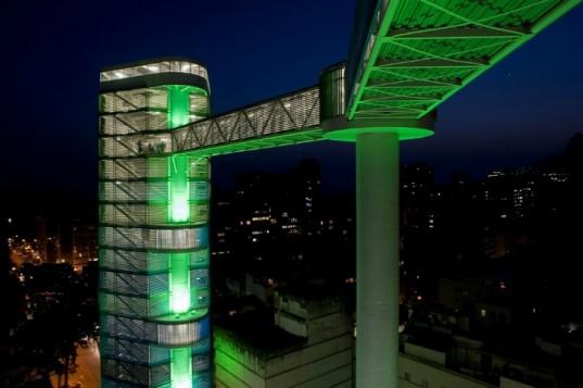 Новый 80-метровый лифтовый комплекс в Рио-де-Жанейро построен специально для пешеходов
