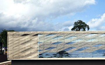 «Кружевная» сетка конгресс-центра Sipopo оберегает его от палящих лучей солнца