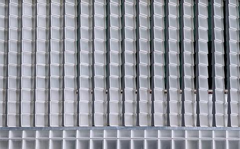 Новые трапециевидные стеклянные строительные блоки для наружной и внутренней отделки от Seves
