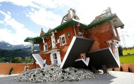 Необычный дом, где все перевернуто, открыт для посетителей в Австрии