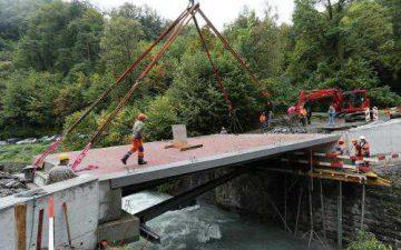 В Швейцарии построили мост из бальзы