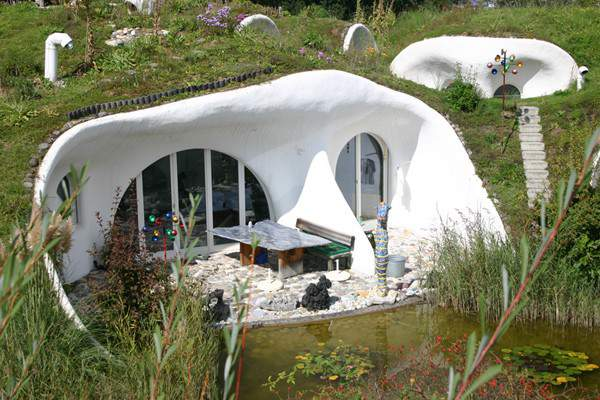 Земляной Дом в Швейцарии напоминает Норы Хоббитов