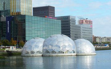 В Роттердаме ввели в эксплуатацию плавающие павильоны на солнечной энергии