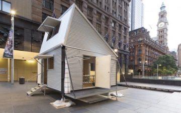 Временное жилье на опорах может быть построено из материалов, оставшихся на месте катастрофы