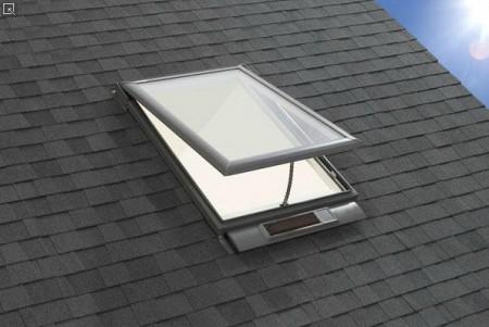 Компания Velux представила мансардные окна «Fresh Air» с солнечным модулем