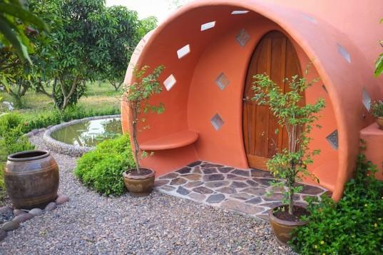 Необычный купольный дом в Таиланде построен за шесть недель и всего за 8000 долларов