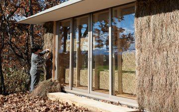 Японские студенты построили инновационный дом из соломы, который обогревается компостом