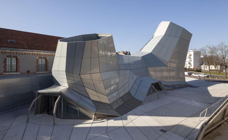 FRAC - музей, лаборатория и центр экспериментальной архитектуры