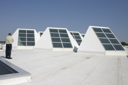 Новые энергосберегающие мансардные окна Lightscoop наполнят помещение естественным светом