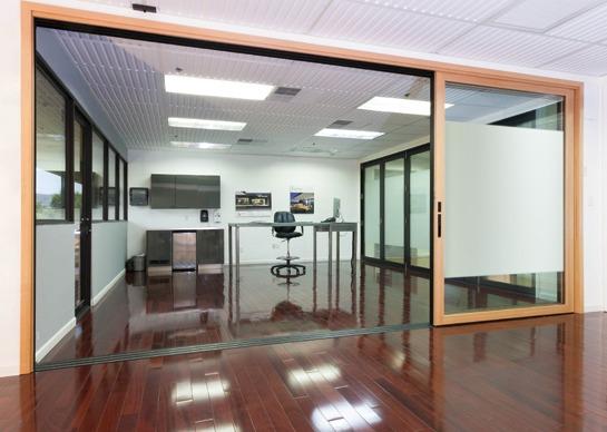Раздвижные стеклянные стены: доступная роскошь в вашем доме