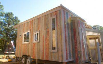 Компактный разноцветный дом на колесах: отличное решение для путешественника