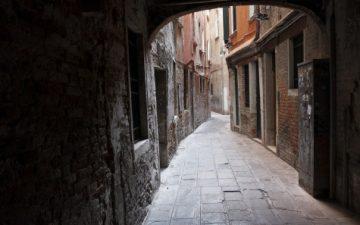 Новые крышные панели помогут улучшить естественное освещение темных улиц