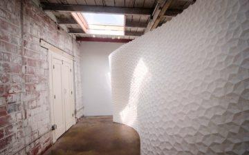 Дизайнеры построили архитектурную стену из 222 3D-печатных частей