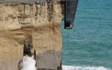 Концептуальный дом на утесе: захватывающий вид на океан