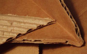 Новый материал из вощеных картонных коробок может стать эффективной и недорогой изоляцией