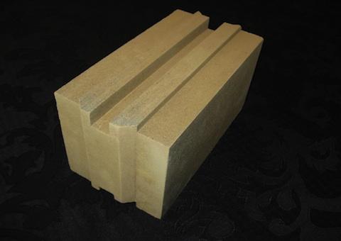 Новый экологически чистый, влагонепроницаемый кирпич на 90% состоящий из глины