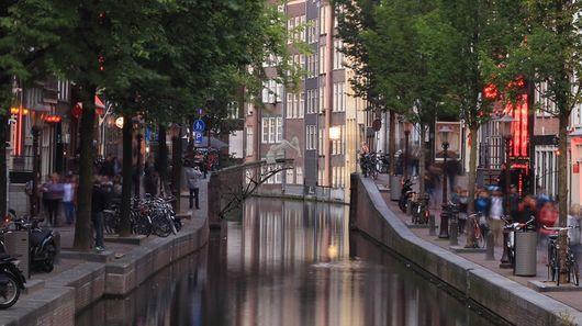 MX3D напечатает металлический мост через городской канал в Амстердаме