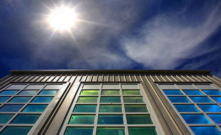 Новый материал для «умных окон» выборочно блокирует  солнечный свет или тепло