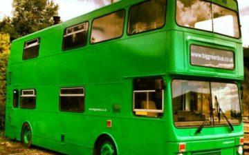 Big Green Bus: новая жизнь старого списанного двухэтажного автобуса