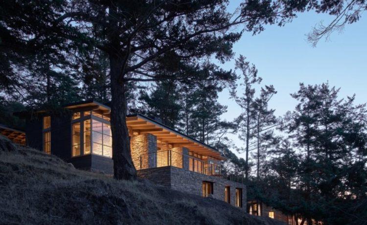 Новый дом на солнечной энергии украшает Тихоокеанское побережье