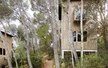 Two Cork Houses: энергоэффективные домики в лесном ландшафте