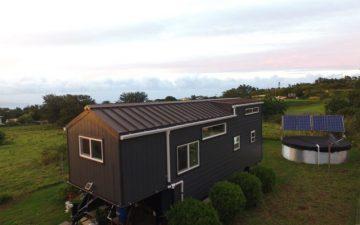 Этот полностью автономный мини-дом построен своими руками