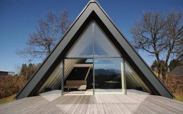 Очаровательный А-образный домик в Баварских Альпах производит избыточную солнечную энергию