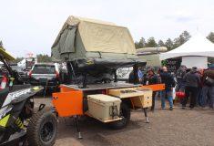 Туристический прицеп для бэккантри с палаткой и функциональной кухней