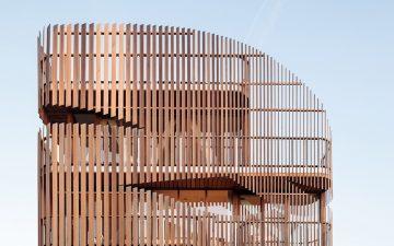 Новый дом дуплекс в Амстердаме с деревянными жалюзи