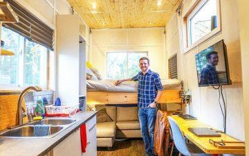 Молодой инженер построил для себя мини-дом с подъемной кроватью всего за 15000 долларов