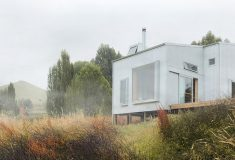 Этот крошечный сборный деревянный дом создан для безмятежной жизни